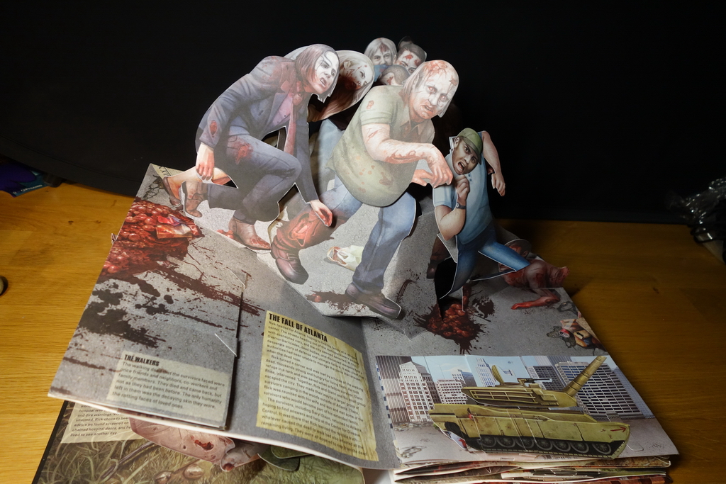 the-walking-dead-the-pop-up-book1