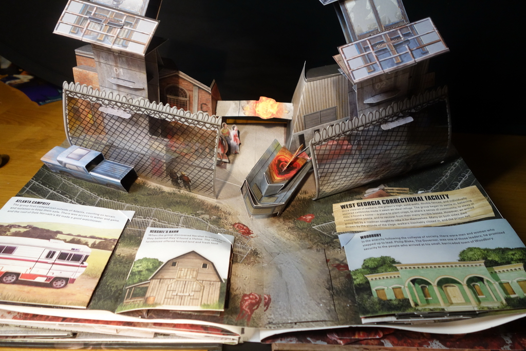 the-walking-dead-the-pop-up-book2