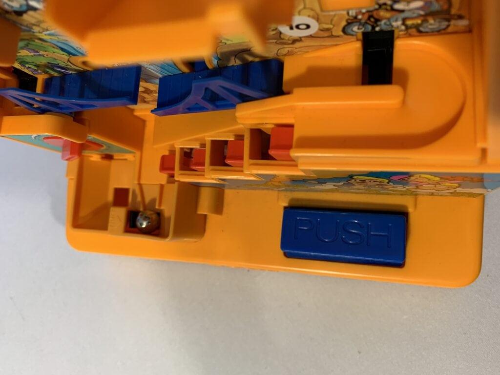 Le bouton pour faire sauter la bille dans Kongman